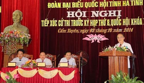 Chủ tịch Quốc hội Nguyễn Sinh Hùng tiếp xúc cử tri tỉnh Hà Tĩnh
