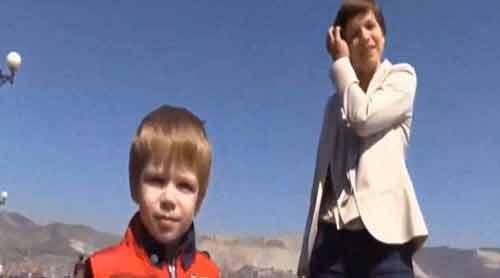 Video cận cảnh bảo mẫu đánh đập dã man bé trai 2 tuổi