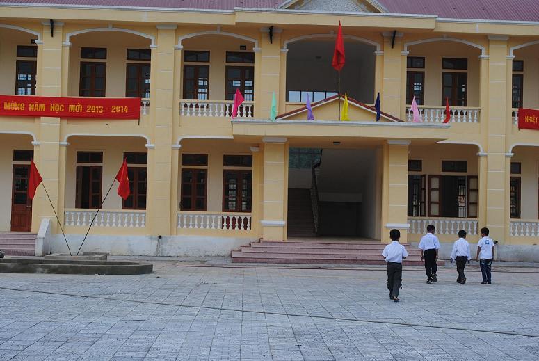 Miền trung - Hà Tĩnh: Ngày khai trường, giáo viên nhiều hơn học sinh