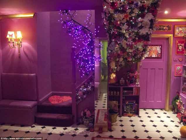 """Khám phá nhà khách được mệnh danh là """"thiên đường màu hồng"""""""