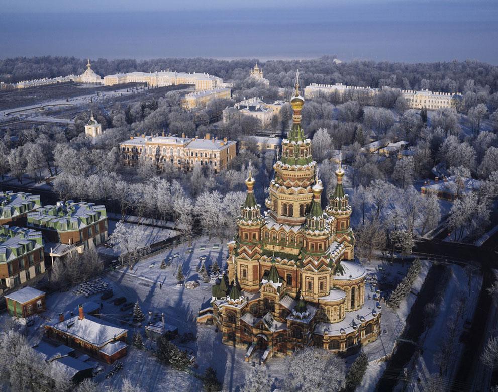 Nhìn xuống thành phố St. Petersburg tráng lệ từ trên cao
