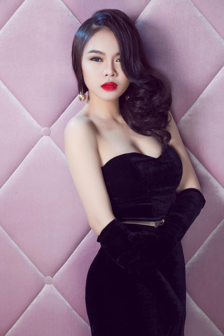 Cận cảnh nhan sắc khiến Hồ Quỳnh Hương phải ghen tỵ