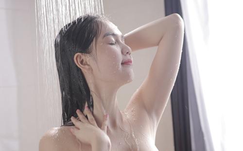 """NỮ HOÀNG NỘI Y """"KHỎA THÂN"""" , HOT GIRL ... Ngoc_Trinh_2"""