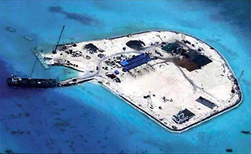 """Hành động """"đắp đảo nhân tạo"""" của Trung Quốc ở các khu vực tranh chấp trên Biển Đông đe dọa các nước trong và ngoài khu vực"""