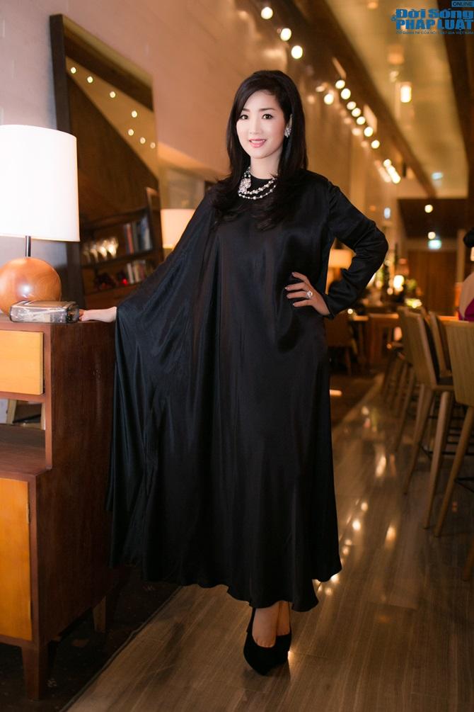 Hoa hậu Giáng My nổi bật với váy đen hàng hiệu