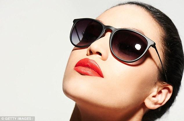 Khuyến cáo hạn sử dụng của kính râm để không ảnh hưởng đến mắt