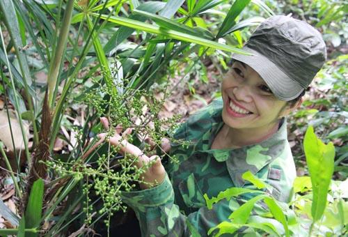 Lang y xinh đẹp 30 năm vào rừng tìm thảo dược trị yếu sinh lí