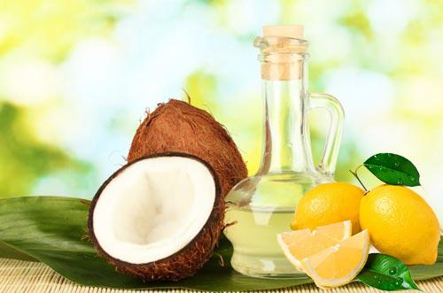Sử dụng hỗn hợp nước cốt chanh dầu dừa