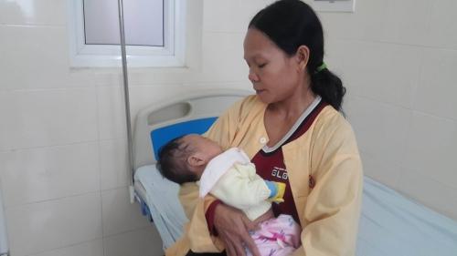 Cuộc Đời Truân Chuyên Của Người Phụ Nữ Cầm Tinh Con Gà Trải Qua Hai Lần Đò