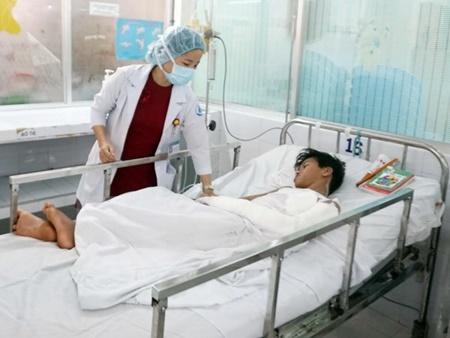 Dùng xăng hun chuột đồng, thiếu niên 14 tuổi bỏng nặng