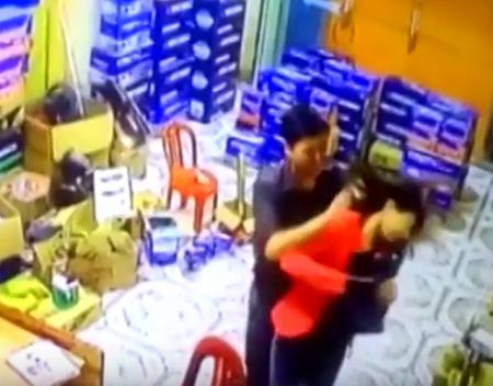 Vụ chồng dùng điếu cày đánh vợ đến nhập viện: Nguyên nhân do ghen tuông tình ái