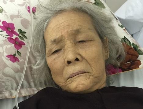 Tìm người nhà cụ bà 95 tuổi bị gãy đùi mất máu