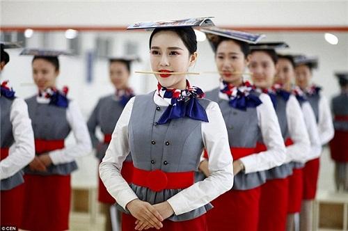 Sự thật ít người biết phía sau vẻ hào nhoáng của nghề tiếp viên hàng không