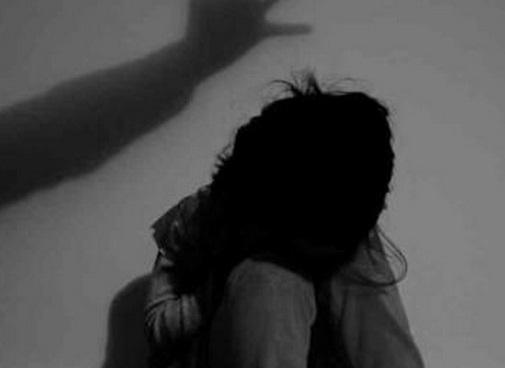 Tạm giữ nam thanh niên nghi hãm hại 3 bé gái