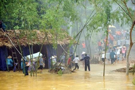 Xem diễn tập ứng phó sự cố thiên tai, 3 người dân bị thương