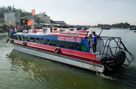 Quảng Ngãi chở đề thi THPT quốc gia 2017 ra đảo bằng tàu siêu tốc