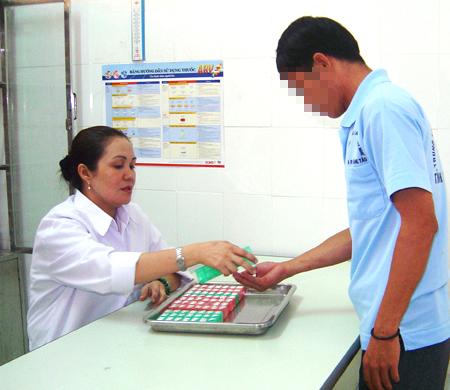 Vụ 5 triệu đồng/liều thuốc phơi nhiễm HIV bán cho người cứu nạn: Bộ Y tế chỉ đạo thế nào?