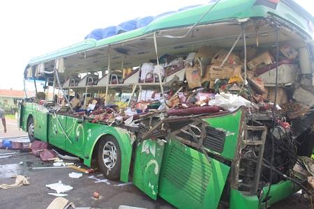 Chùm ảnh hiện trường vụ tai nạn thảm khốc ở Bình Định khiến 11 người thương vong