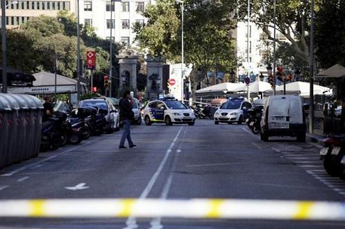 Kết quả hình ảnh cho Nghi phạm lái xe tải khủng bố tại Barcelona bị truy lùng gắt gao