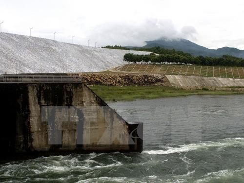 Sáng nay, thủy điện Thác Bà mở 2 cửa xả đáy vì mưa lũ