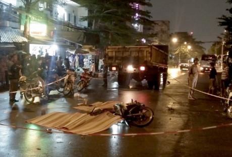 Đối đầu xe tải, 3 công nhân tử vong trên đường về nhà