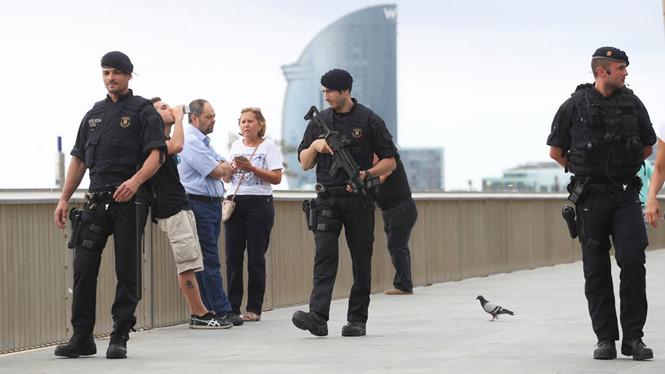 Sau vụ tấn công, Tây Ban Nha săn lùng chủ mưu khủng bố