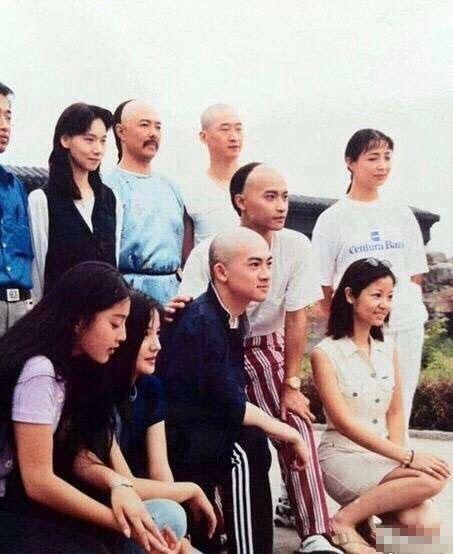 Mặc mọi scandal cãi vã, hình ảnh đẹp của Hoàn Châu Cách Cách còn mãi trong lòng khán giả - Ảnh 33.