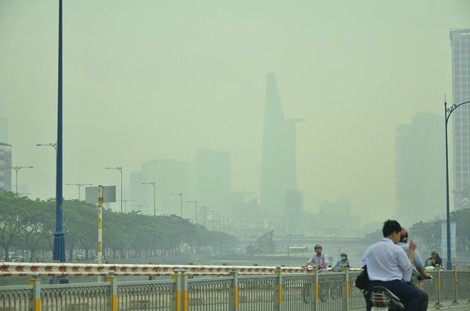 Chùm ảnh: Sương mù dày đặc bao phủ Sài Gòn