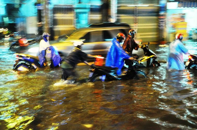 Dự báo thời tiết ngày 22/9: TP. Hồ Chí Minh mưa kéo dài 2-3 ngày, đề phòng tố, lốc
