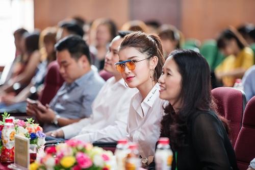 Vẻ đẹp tự nhiên của các nữ sinh tham gia Hoa khôi sinh viên 2017