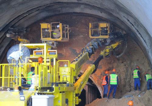 Vết nứt xuất hiện dày đặc trong hầm Hải Vân: Có đáng lo ngại?