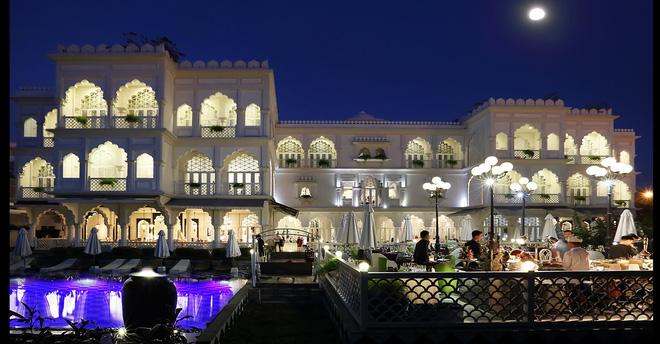 Chiêm ngưỡng tòa lâu đài 15 triệu đô siêu sang của ông chủ Khaisilk - Ảnh 2.