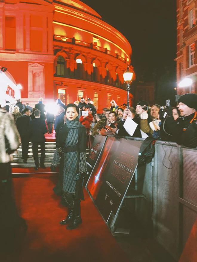 """Ngô Thanh Vân rạng rỡ tại buổi công chiếu """"Star Wars"""" ở London - ảnh 1"""