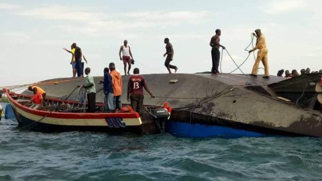 Người đàn ông sống sót kỳ diệu suốt 2 ngày sau thảm kịch chìm phà ở Tanzania