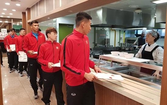Đội tuyển Việt Nam đã đặt chân đến trung tâm huấn luyện tại Hàn Quốc
