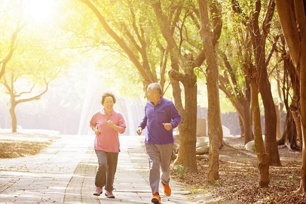 Cách giảm cân an toàn cho người lớn tuổi