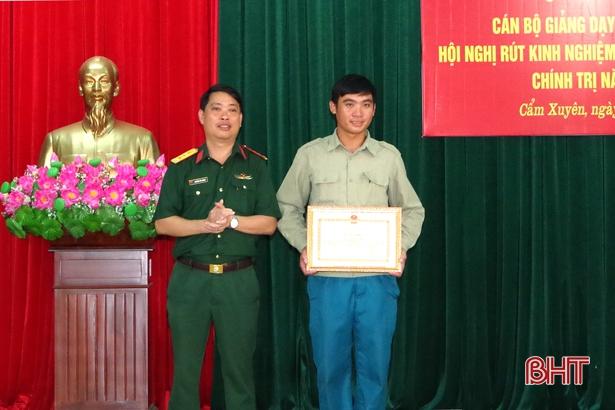 Cứu nữ sinh nhảy cầu tự tử, xã đội phó ở Hà Tĩnh nhận bằng khen