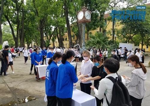 - Hơn 26.000 thí sinh không thể đến làm thủ tục dự thi tốt nghiệp THPT 2020 do Covid-19