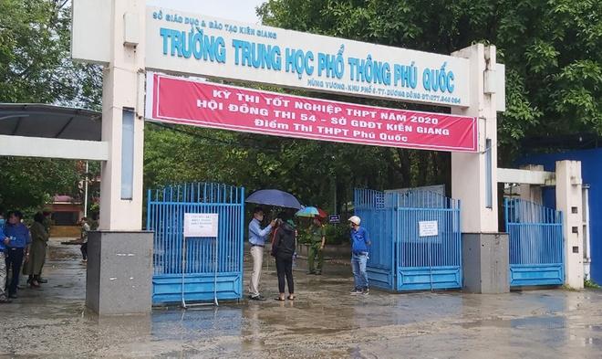 - Phó Chủ tịch xã ở Phú Quốc tham dự kỳ thi tốt nghiệp THPT 2020