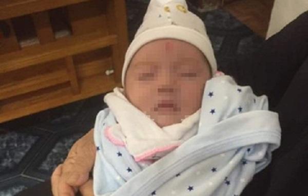 Nhói lòng phát hiện bé gái 1 tháng tuổi bị bỏ rơi cùng bức thư của người mẹ