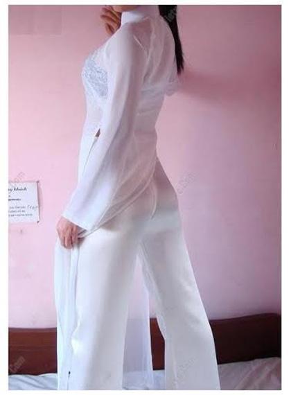 Phản cảm những kiểu mặc áo dài trong suốt của nữ sinh Việt