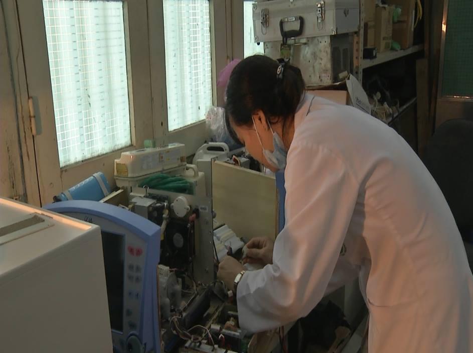 Hỗ trợ BV Bạch Mai chống sởi, Bộ Y tế cấp máy thở hỏng