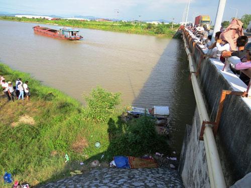 Phát hiện thi thể nạn nhân bị buộc đá vào cổ dưới sông
