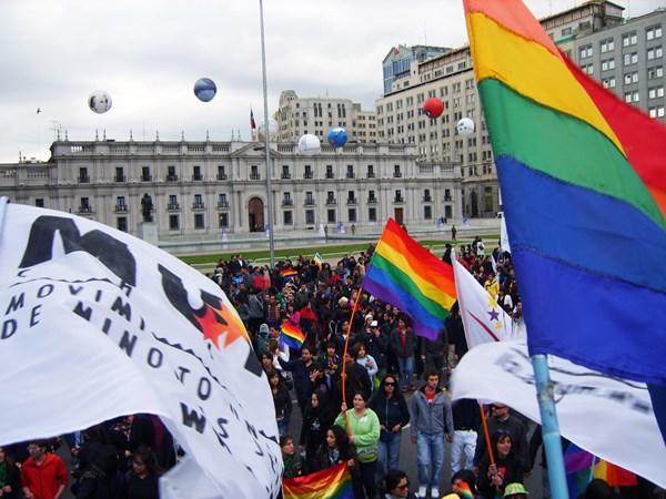 Hàng trăm người bị cưỡng hiếp để... chữa đồng tính 2