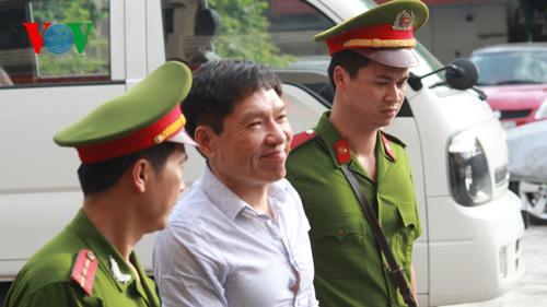 Dương Tự Trọng yêu cầu luật sư không được tranh luận với VKS