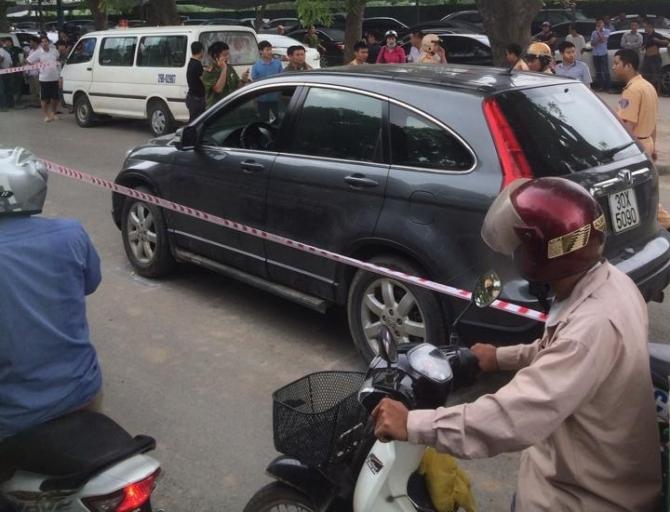 Người đàn ông chết trong ô tô từng bị ném bom bẩn, ruột cá thối