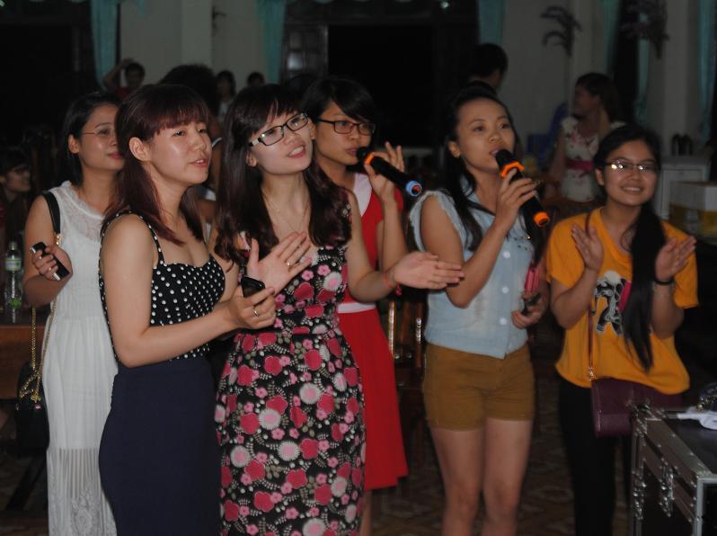 Báo Đời sống và Pháp luật giao lưu tại Miền Trung