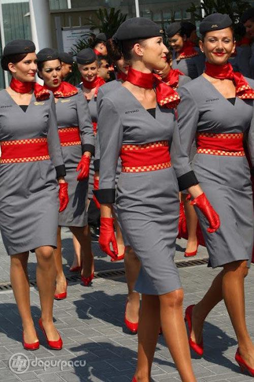 10 đồng phục tiếp viên hàng không đẹp nhất thế giới