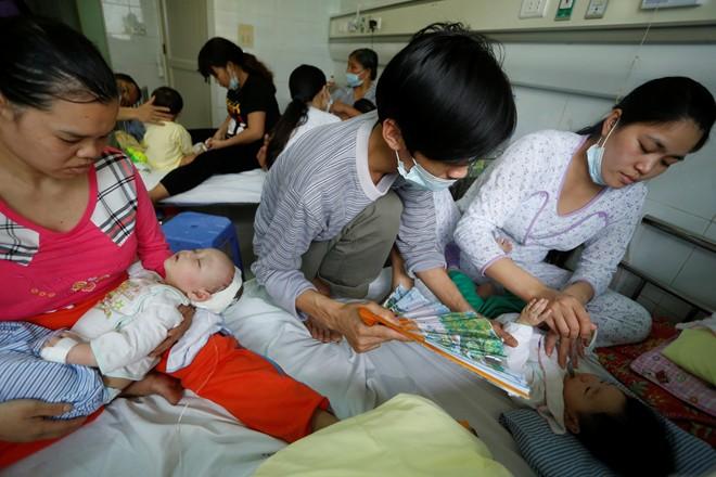 Dịch sởi nặng nhất trong hàng thập kỷ ở Việt Nam - Ảnh 7