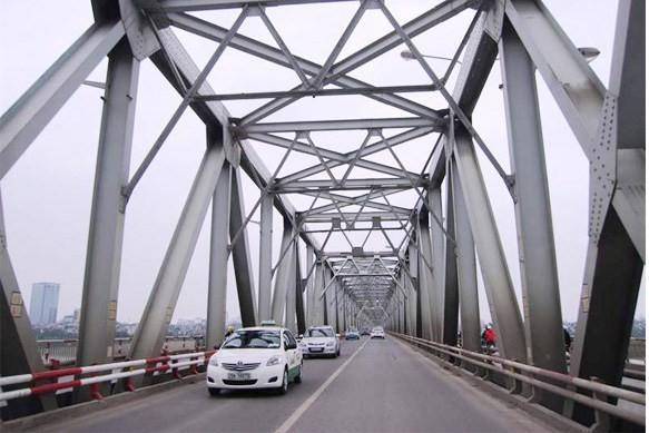 Bắt đầu cấm taxi qua cầu Chương Dương từ 7/4